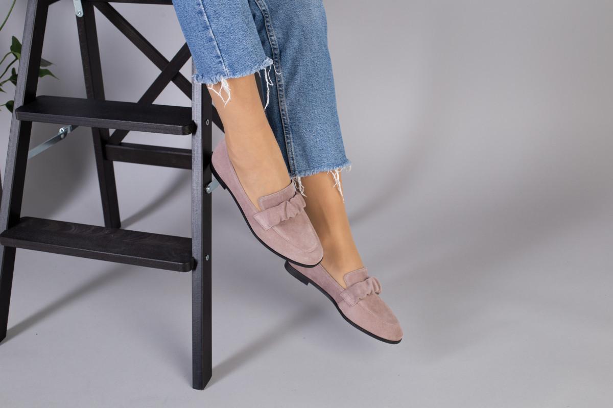 Замшевые туфли на низком ходу пудрового цвета
