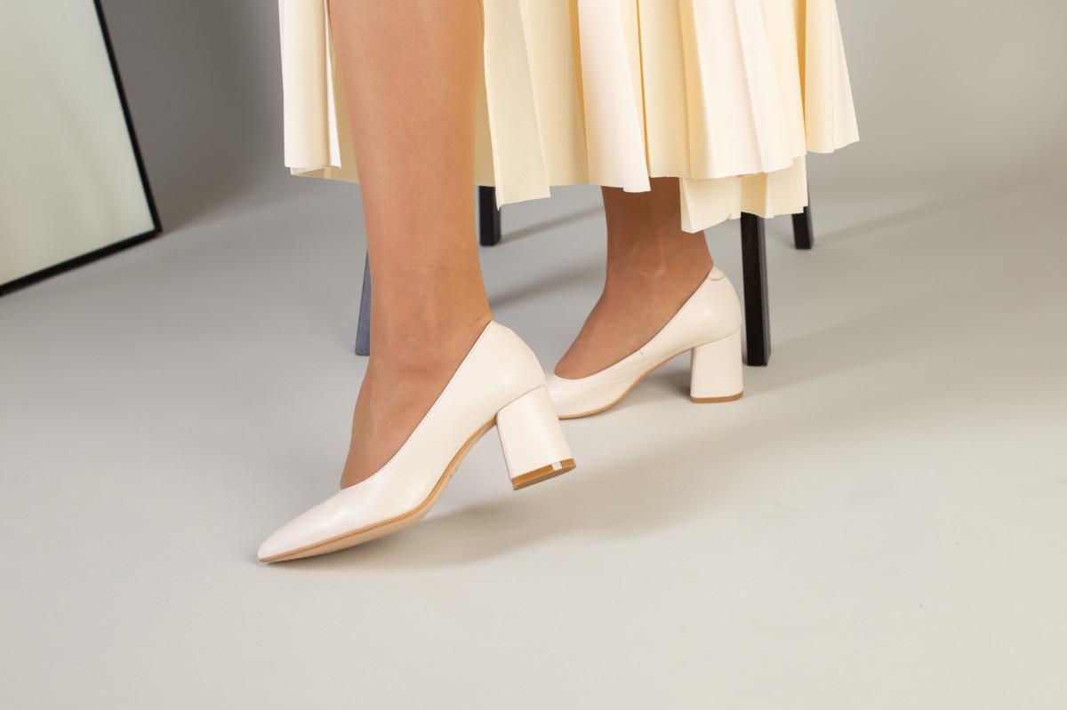 Туфли женские кожаные молочного цвета, каблук 6,5 см