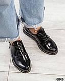 Стильные лаковые туфли женские на шнуровке, фото 3