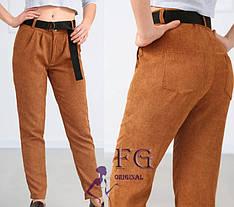 Молодежные женские зауженные вельветовые брюки с поясом и карманами горчичные