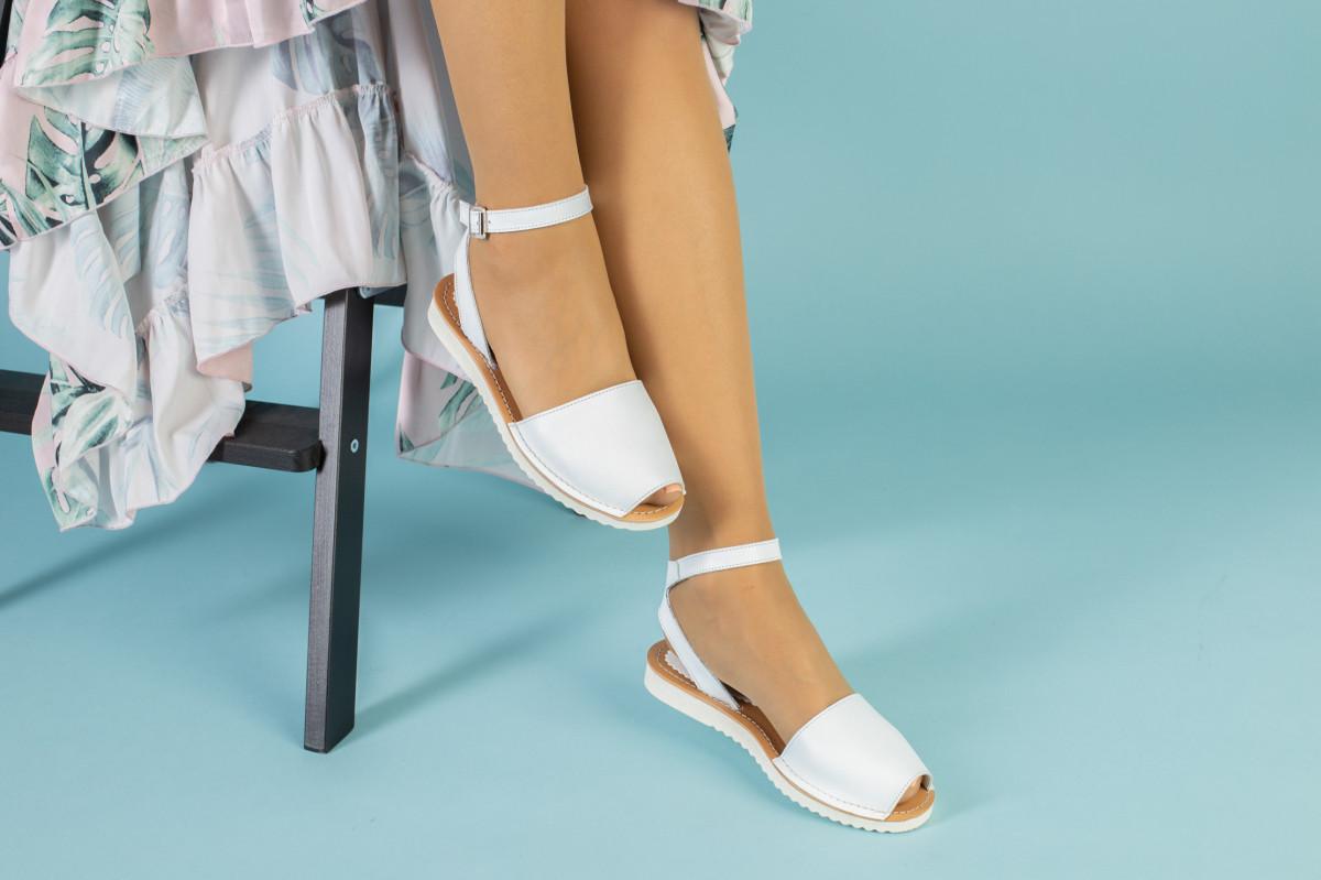 Жіночі білі шкіряні босоніжки