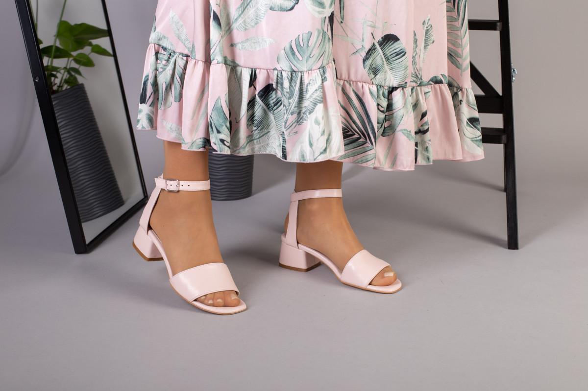 Кожаные босоножки цвет пудра, каблук 4 см