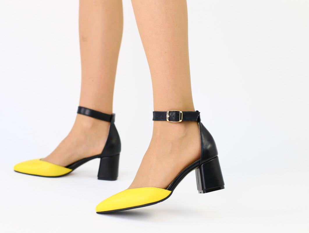 Черные кожаные босоножки с желтым носком, каблук 6 см