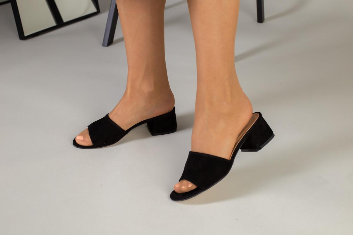 Черные женские шлепанцы на каблуке из велюра