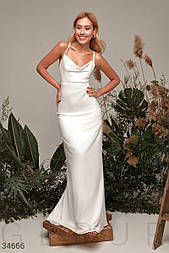 Нарядное шелковое платье-макси на узких бретелях и открытой спиной