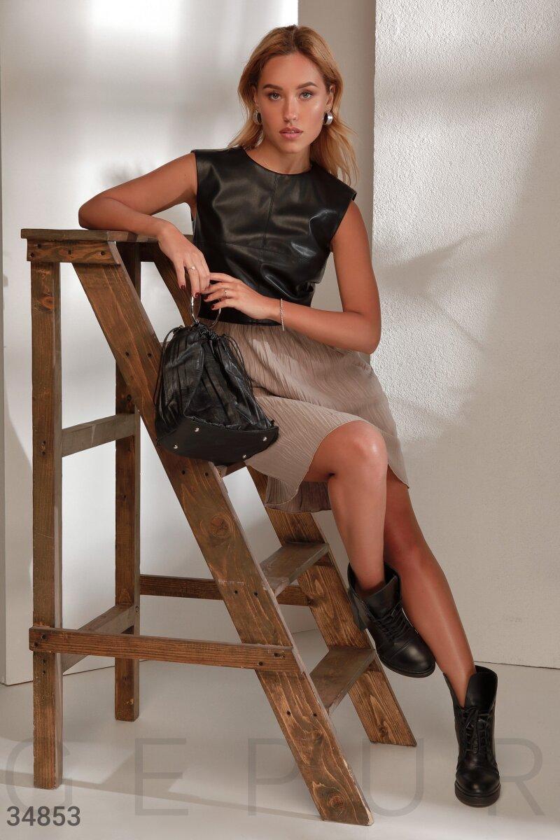 Комбинированное платье из кожаного верха и легкой трикотажной юбки черно-бежевое