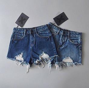 Женские джинсовые шорты с потертостями и порезами 78si370