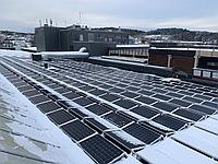 Норвежці розробили систему сніготанення для сонячних панелей
