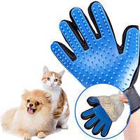 Рукавичка для вичісування шерсті кішок і собак True Touch Чорно-синя на праву руку