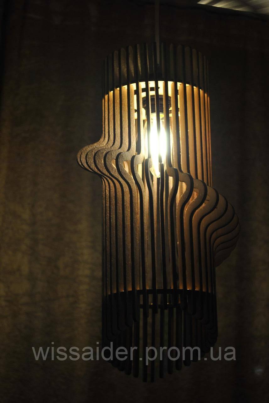 Потолочная лампа.