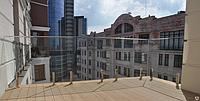 Ограждение балкона из стекла на министойках с квадратным поручнем