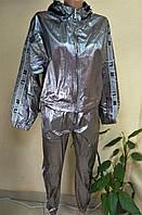 Модный женский спортивный костюм серебристого цвета