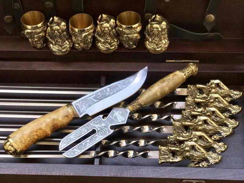 """Подарочный набор для шашлыка """"Казаки"""" (шампура, рюмки, нож, вилка), в буковом кейсе"""