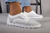 Женские кожаные спортивные туфли с перфорацией белые