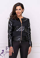 Легкая женская короткая куртка со вставками из экокожи на молнии черная