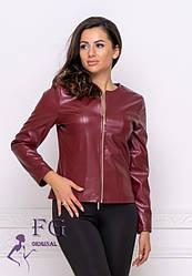 Бордова тонка жіноча коротка курточка на блискавці з екошкіри