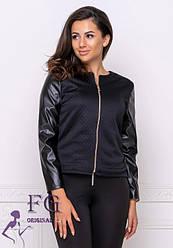 Черная женская легкая короткая куртка-жакет на молнии с кожаными рукавами