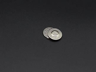 Магніт для бейджа з липкою. Колір срібло. 18мм