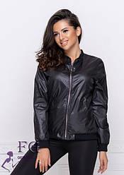 Черная женская легкая курточка-бомбер на молнии с карманами