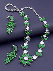 Комплект вечерних украшений с зелёными фианитами серьги и подвеска