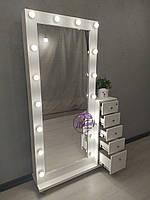 Высокое гримерное зеркало с тумбой на колесиках