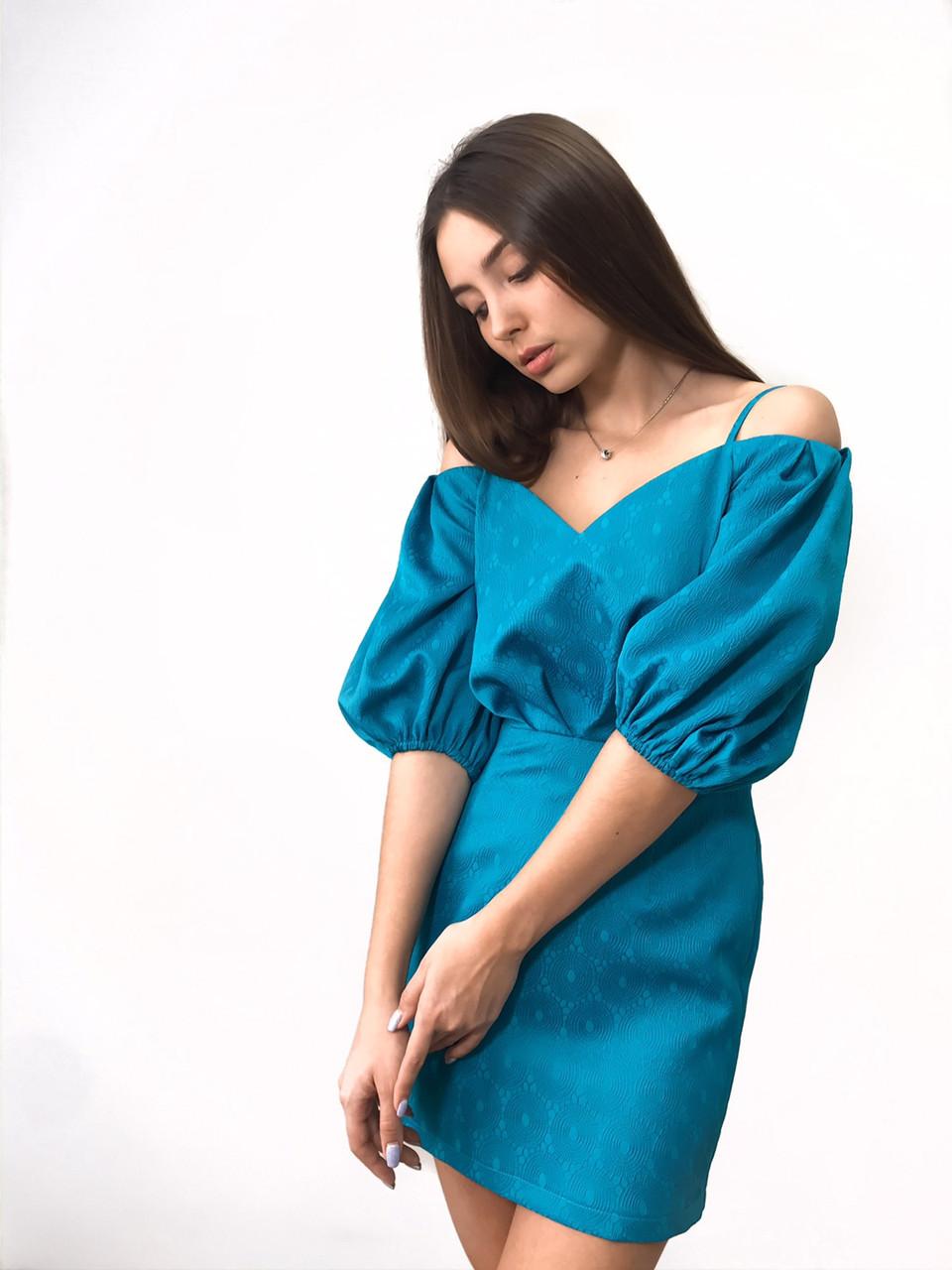 Коктейльное женское платье длиной мини