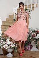 Шифоновое нарядное платье с пышной юбкой и цветочной вышивкой персиковое