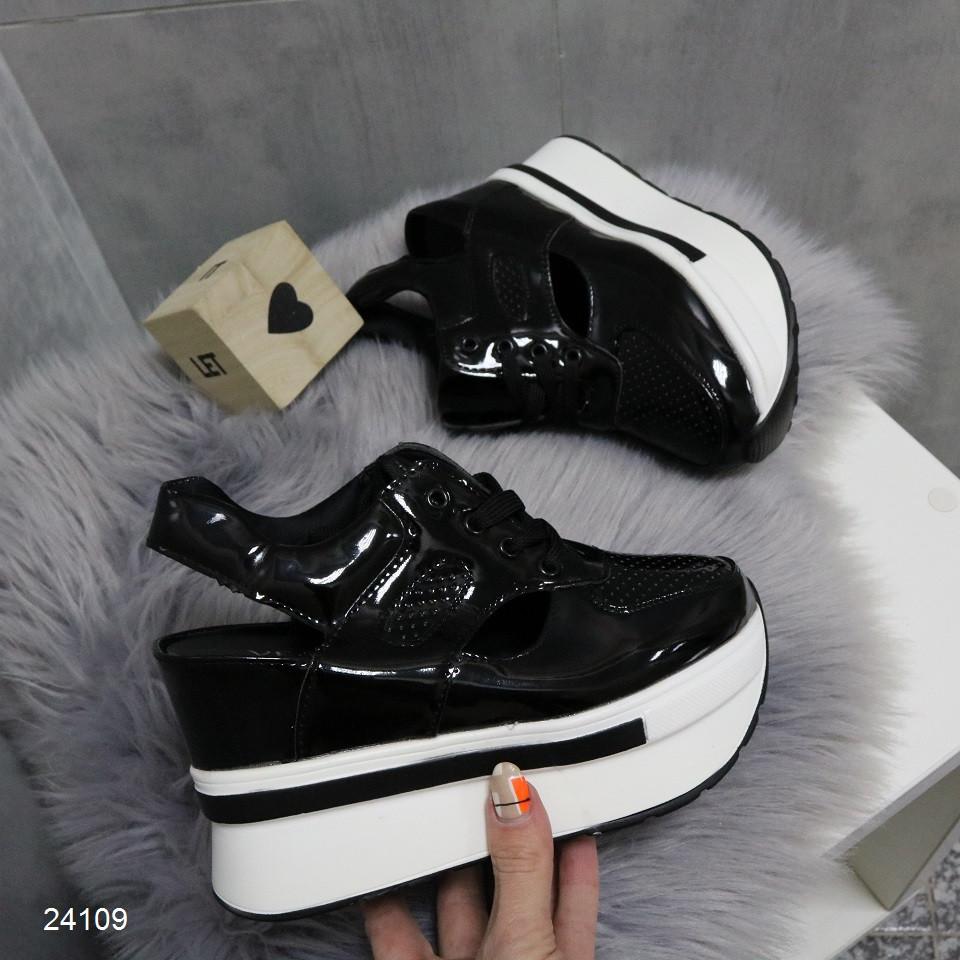 Женские летние кроссовки сникерсы сандалии черные лаковые перфорированные