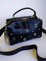 Женская кожаная сумка P&E вместительная, черная с декором