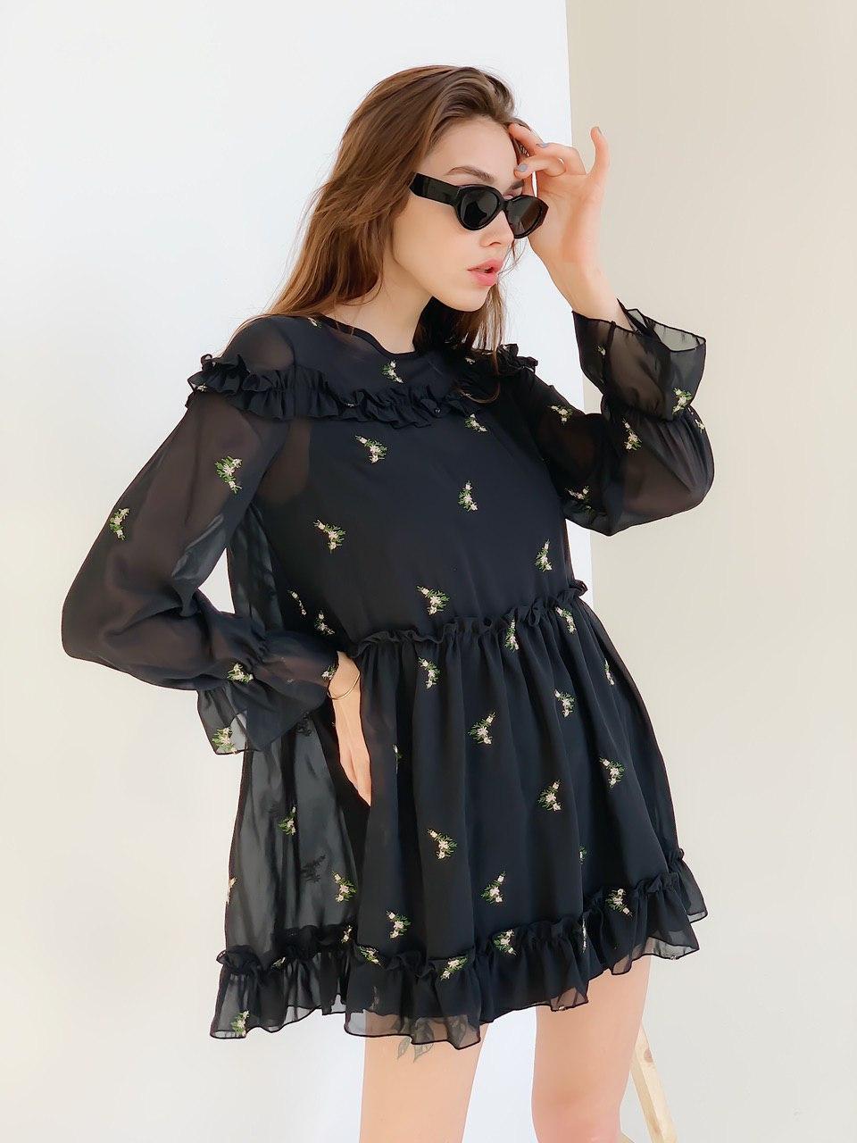 Платье черное в цветы