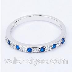 Нежное серебряное кольцо с белыми и синими фианитами
