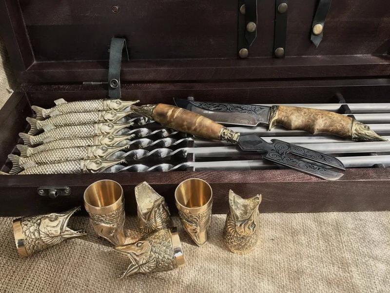 """Подарочный набор для шашлыка """"Царский улов"""" (шампура, рюмки, нож, вилка), в буковом кейсе"""