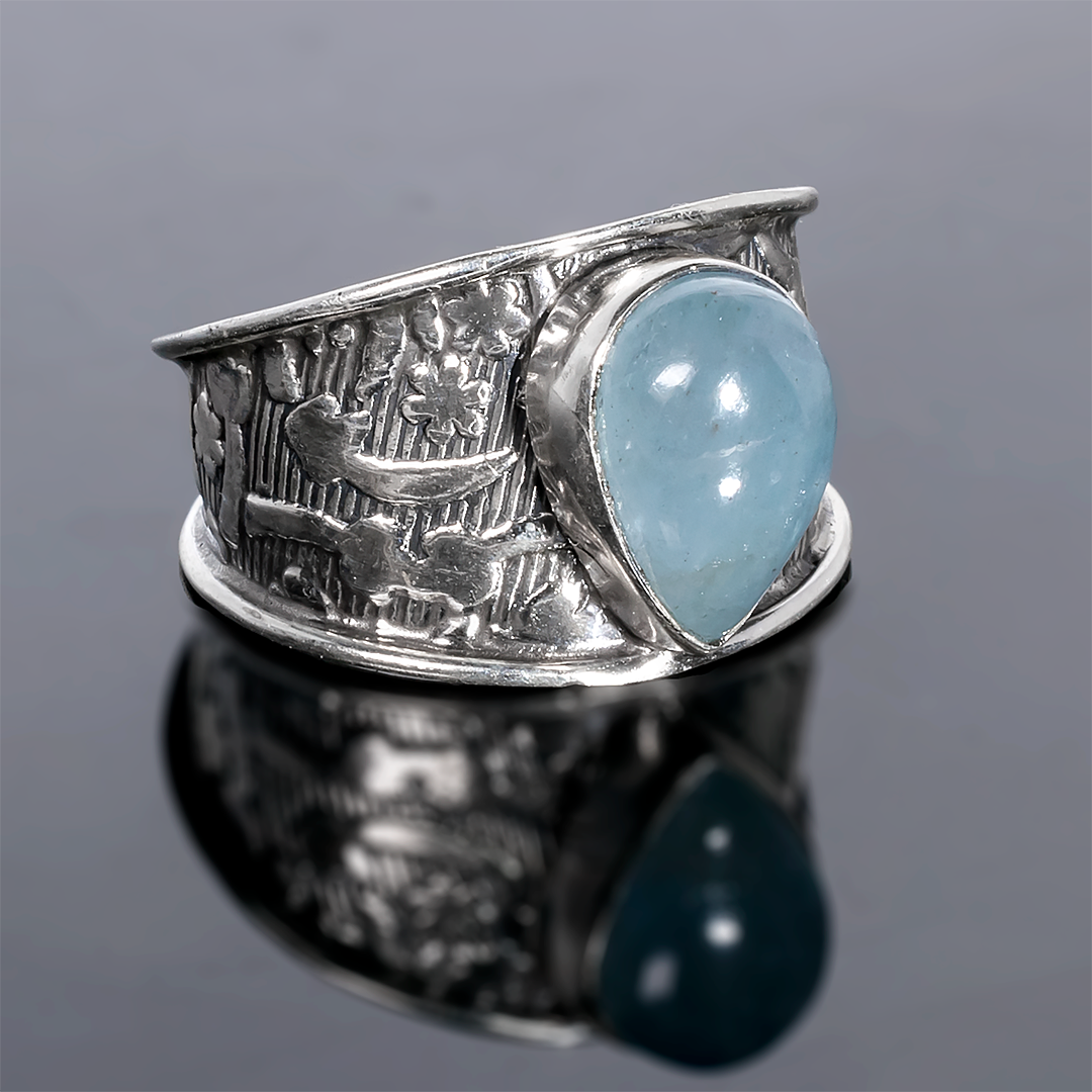 Серебряное кольцо с аквамарином, 11*7 мм., 1364КА