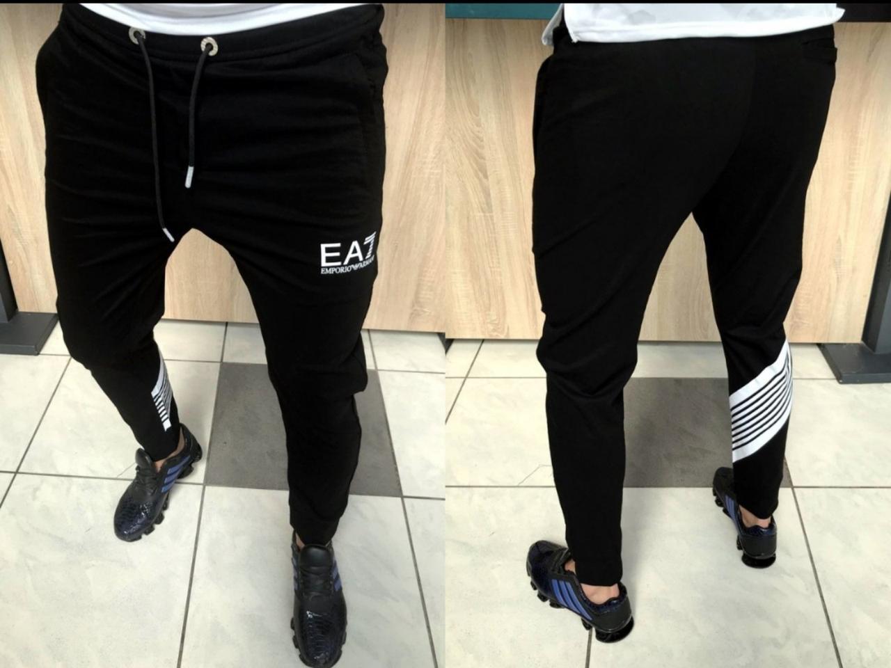 Чоловічі спортивні штани EA7. Відмінна якість! Розміри: 30, 31, 33, 34, 36 . Легка літня модель.