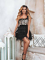 Короткое платье с перьями. Праздничная женская одежда. Вечернее платье
