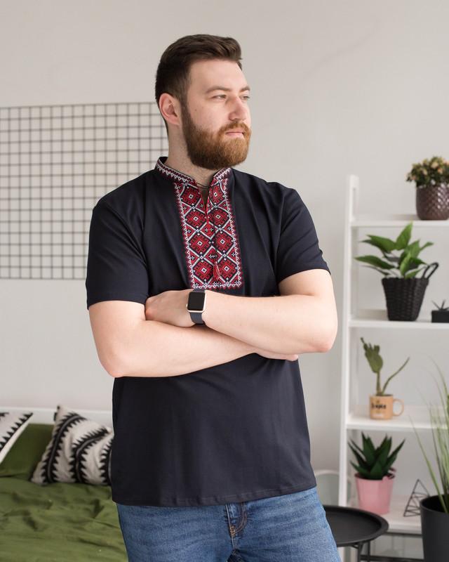 Трикотажная мужская вышитая футболка с красным орнаментом