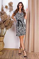 Легкое летнее платье с атласным поясом и короткими рукавами