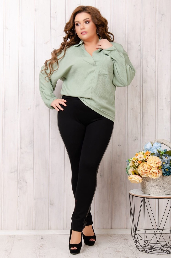 Женская льняная блузка с V-образным вырезом больших размеров 50-60 оливка