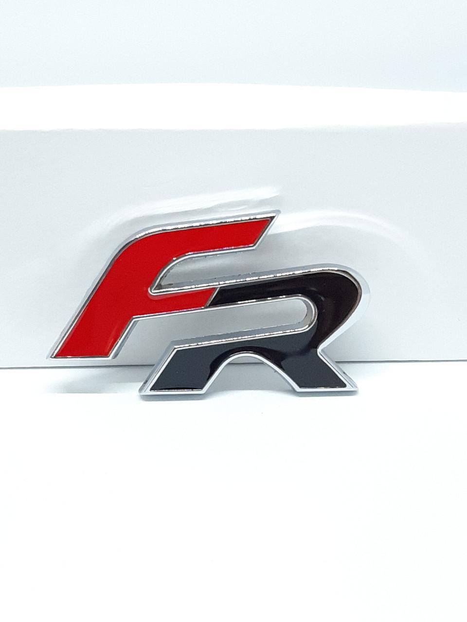 Емблема, логотип напис FR на Seat
