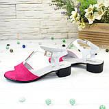 Босоножки женские на невысоком каблуке, цвет фуксия/белый, фото 4