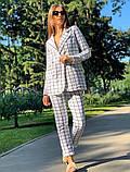 Женский стильный брючный костюм в клетку норма и батал белый кирпичный, фото 3