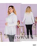 Невероятно стильная лёгкая блуза-туника воротником и короткой планкой по полочке, 6 цветов р.48-64 код 3323Ф, фото 5