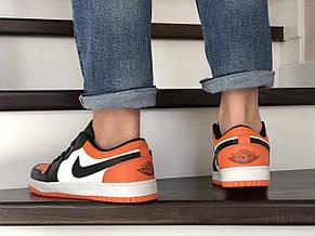 Чоловічі весняні кросівки Nike Air Jordan 1 Low, чорно білі з помаранчевим, фото 2