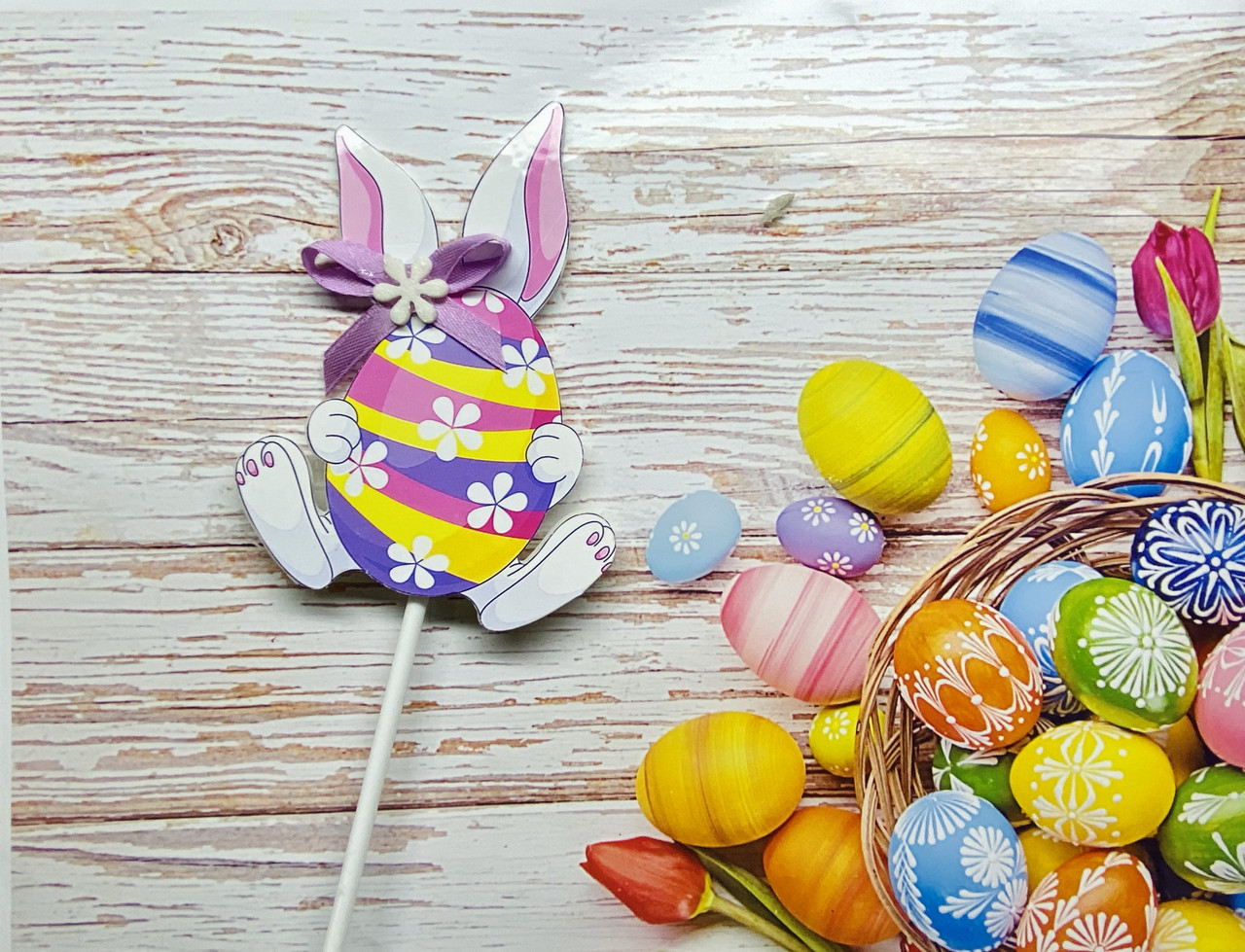 Декор на палочке Кролик с пасхальным яйцом
