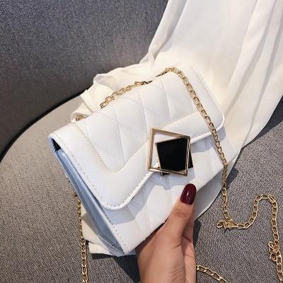 Белая прошита женская сумка через плечо с ромбом