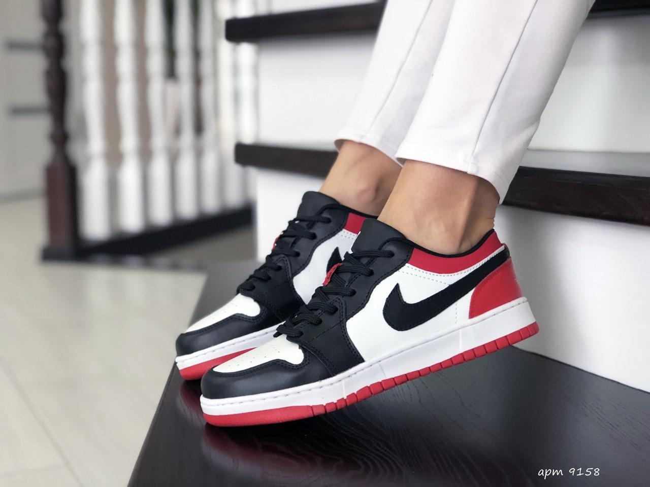 Женские кожаные кроссовки Nike Air Jordan 1 Low (бело-черные с красным) 9158