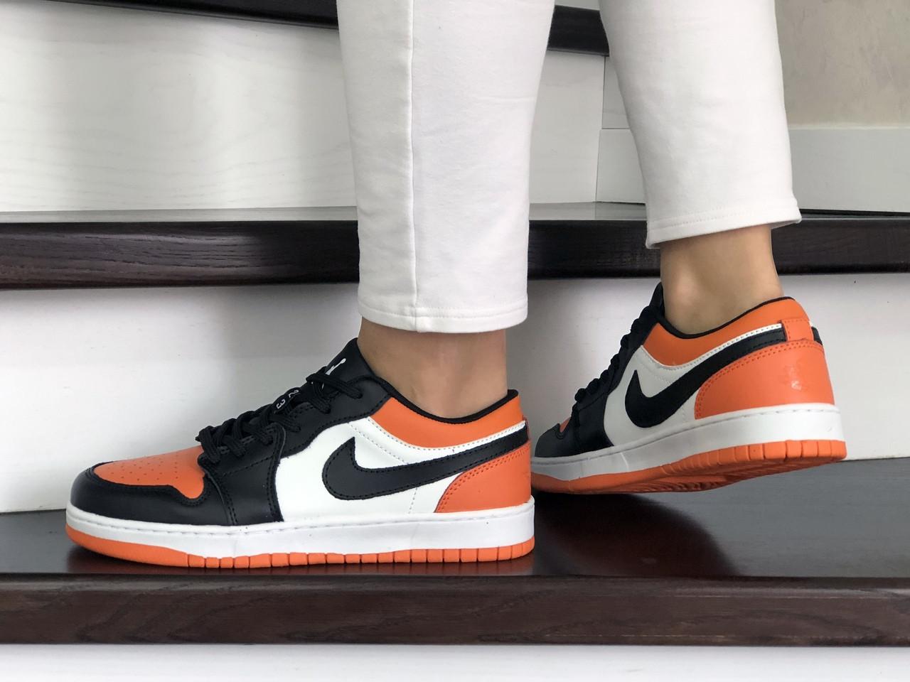Женские кожаные кроссовки Nike Air Jordan 1 Low (бело-черные с оранжевым) 9160