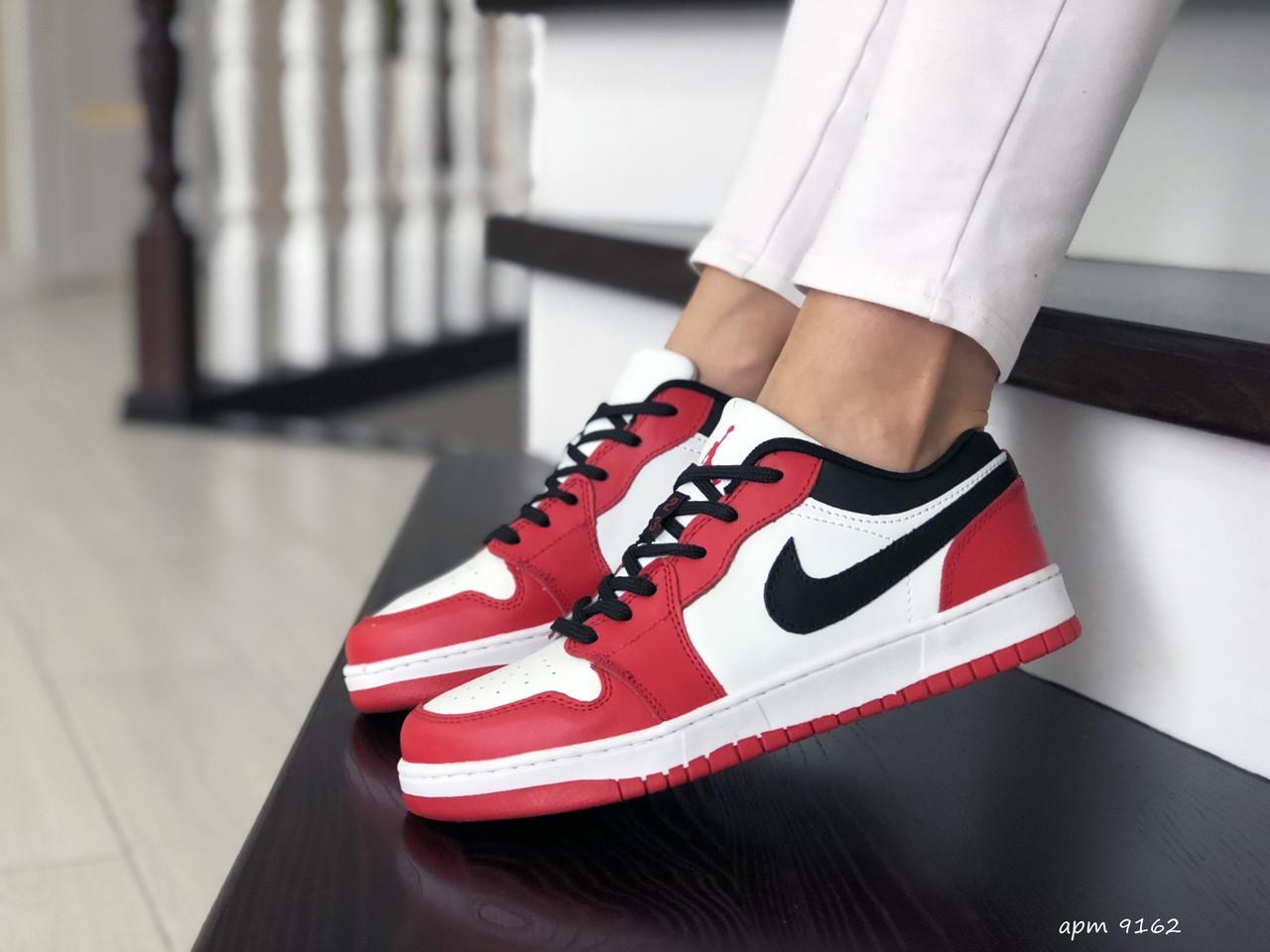 Жіночі шкіряні кросівки Nike Air Jordan 1 Low (біло-червоні) 9162