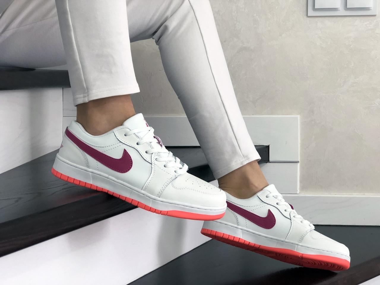 Женские кожаные кроссовки Nike Air Jordan 1 Low (бело-малиновые) 9163