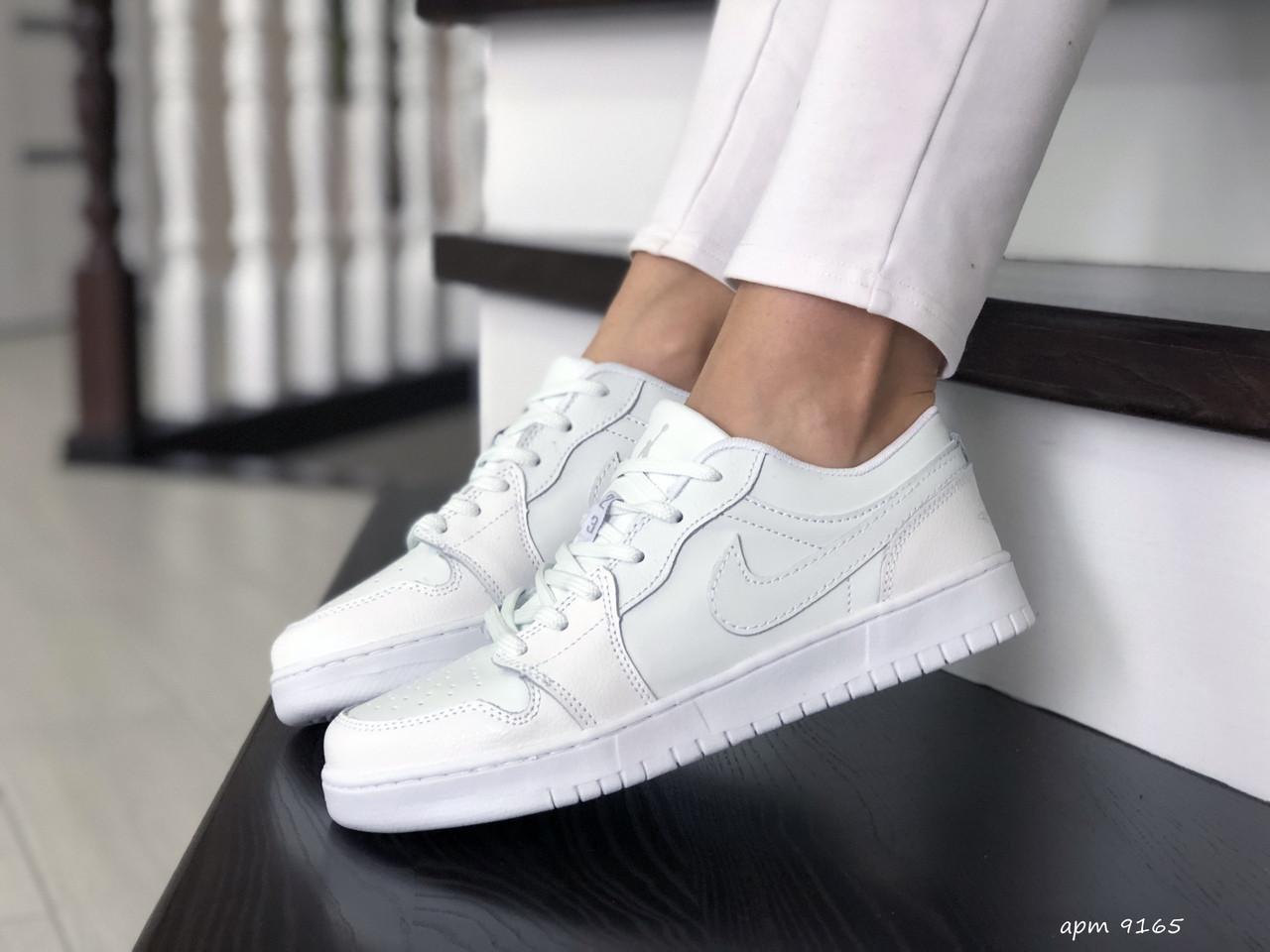 Женские кожаные кроссовки Nike Air Jordan 1 Low (белые) 9165